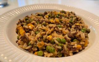 rijst doperwten gehakt en mais