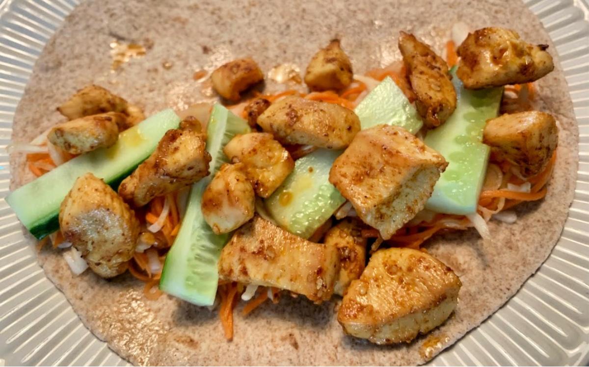 wraps met gekruide kip en groente